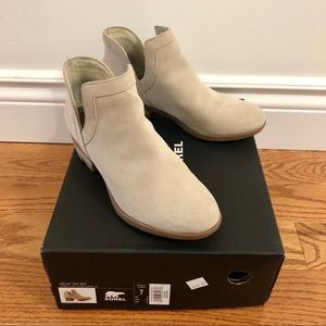 Sorel Lolla Cut-Out Bootie (US 7 but can fit 6.5)